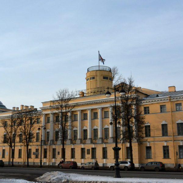 Училище имени Фрунзе. Зал Революции